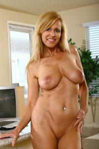 mature blonde gros nichons 09